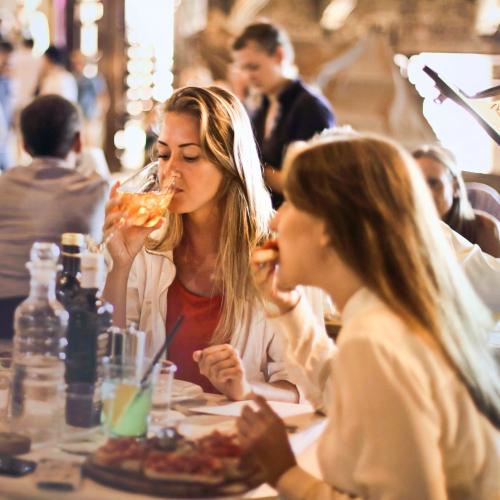 Как да управлявате ефективно връзката с клиентите на вашия ресторант